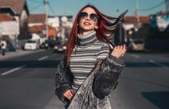 memilih warna pakaian yang cocok tampil gaya fashionable awet muda rambut salon