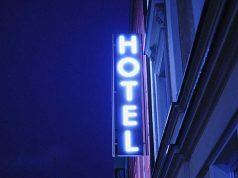 tempat penginapan hotel pilihan rekomendasi terbaik pelayanan servis memuaskan dekat wisata backpacker traveling