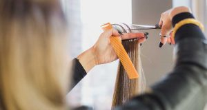 jenis macam service perawatan treatment rambut di salon kecantikan beauty therapist kapster beautician produk kosmetik makeup artist manfaat perbedaan kegunaan