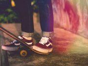 sejarah history sepatu sneakers favorit idola anak muda skateboarding streetwear merek branded model koleksi terbaru keren ngehits beli di mana