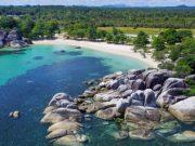 pantai tanjung kelayang bangka belitung tempat destinasi wisata terbaik traveler backpacker liburan where to go dekat penginapan hotel pergi ke mana lokasi arah tujuan