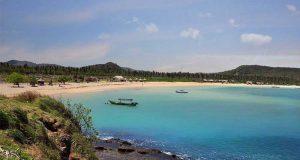 tempat destinasi wisata liburan terbaik paling populer pantai tanjung aan lombok nusa tenggara barat ntb paling bagus menarik favorit lokasi ke mana tujuan where to go traveler dekat penginapan hotel