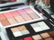 beauty influencers youtuber blogger vlogger asal negara asli indonesia terkenal populer video kosmetik review produk makeup endorser brand merek testimonial profil biodata karier