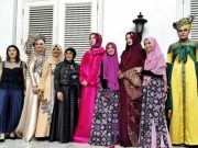 daftar nama fesyen designer pakaian busana lokal indonesia reputasi level kelas dunia internasional paris fashion week model koleksi terbaru rancangan siluet