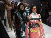 koleksi rancangan fashion designer jakarta fashion week jfw 2019 indonesia internasional kota dunia makeup look wardah brand merek kecantikan terkenal koleksi model gambar foto berita liputan terbaru