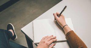 keuntungan kelebihan profesi pekerjaan cara menjadi penulis profesional blogger wartawan jurnalis editor copywriter content writer bagaimana berapa penghasilan gaji perusahaan tunjangan