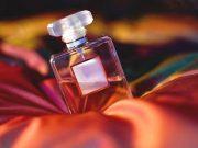 manfaat kegunaan khasiat parfum aksesori fashion merek branded wangi aroma tahan lama bahan alami toilette