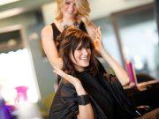 jenis macam perbedaan klinik salon kecantikan beautician therapist dokter estetika treatment layanan services sertifikasi keuntungan manfaat perawatan facial beauty spa pengertian istilah definisi