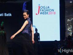 liputan event foto gambar jogja fashion week 2018 desainer lokal merek branded indonesia koleksi model pakaian rancangan tema konsep terbaru show runway