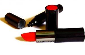 jenis macam lipstik wanita cewek fungsi kegunaan pilihan cara memakai bahan kandungan efek warna makeup artist mua kosmetik produk kecantikan beauty blogger