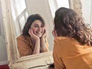tips teknik cara melakukan praktik facial wajah kulit di rumah bercahaya bersih bening bebas tanpa jerawat alat tanpa harus ke salon bahan krim kelebihan kelemahan