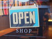 keuntungan kelebihan manfaat kegunaan kerugian kelemahan belanja online offline toko shopping situs website memilih barang membeli produk asli palsu fungsi pengertian definisi ciri sifat karakteristik pengalaman perbedaan
