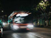 tips cara aman naik angkot angkutan umum bus malam kereta api pesawat terbang perjalanan traveling menghindari pencopet tindak kejahatan korban lapor polisi