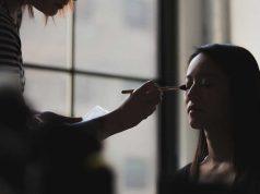 jenis macam profesi pekerjaan bidang kecantikan beauty blogger vlogger writer advisor therapist aesthetic doctor hair stylist cocok pas buat cewek wanita perempuan prospek peluang penghasilan deskripsi job mencari