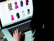 tips cara aman berbelanja shopping online via internet situs website ecommerce aplikasi fashion produk barang pengiriman transaksi jual beli cod
