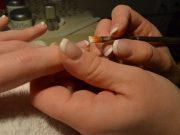 jenis macam peralatan perlengkapan salon kecantikan kuku nail art therapist khusus cewek technician treatment layanan servis fungsi manfaat kegunaan