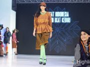 liputan event jogja fashion festival desainer lokal buatan ikat indonesia show didiet maulana tenun ikat kediri kain daerah rancangan busana pakaian terbaru model