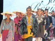 liputan event indonesia fashion week ifw 2019 desainer lokal merek branded bekraf sarong revisited perajin tenun daerah kopikkon koleksi model baju pakaian