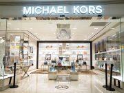 profil sejarah perusahaan merek fashion branded pendiri founder michael kors desainer model koleksi rancangan pakaian baju original amerika serikat pabrikan