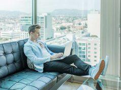 keuntungan kelebihan berbisnis online sosial media medsos berapa pendapatan penghasilan omset pengusaha entrepreneurship wiraswasta toko website situs berjualan membeli