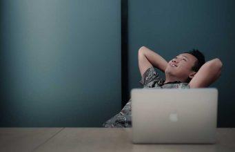 keuntungan kerugian manfaat bekerja profesi sebagai freelancer tips sukses berhasil lepas full part timer perusahaan job order cara memulai wirausahawan