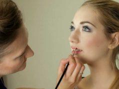 jenis macam peralatan perlengkapan makeup artist mua profesional fungsi kegunaan cara pemakaian produk kecantikan kosmetik