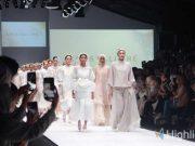 "Wardah menampilkan show ""Dazzle in Gold"" di Jakarta Fashion Week (JFW) 2020"