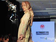 Desainer Neera Alatas menampilkan koleksi gaun pesta di Jakarta Fashion Trend (JFT) 2020