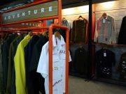 Pojok Eksperimen yang bertujuan untuk mengembangkan kreativitas pengunjung dalam mempercantik pakaian mereka sendiri.