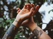 Cara menghapus tattoo di tubuh dengan teknologi laser terkini nd yag ditangani dokter profesional di klinik kecantikan