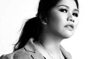 Vannie Astecat merupakan fashion stylist profesional yang menjadi langganan selebriti terkenal