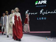 Desainer muslimah Rosie Rahmadi bersama Asia Pacific Rayon (APR) menampilkan koleksi terbaru di MUFFEST 2020