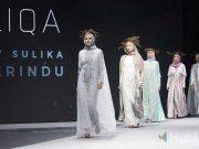 Desainer Lika Soegiman menampilkan koleksi terbaru di ajang Muslim Fashion Festival (MUFFEST) 2020