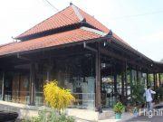 Museum Sonobudoyo merupakan tempat objek wisata terkenal di kota Yogyakarta yang menampilkan koleksi bersejarah