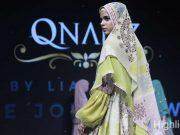 Desainer dari Hijabers Mom Community (HMC) menampilkan sejumlah karya di event Muslim Fashion Festival (MUFFEST) 2020