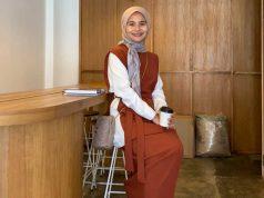 Indah Wahyu Wadani merupakan pemilik sekaligus desainer brand Ederra Indonesia. Merek fashion lokal ini menyediakan aneka macam produk modest terkini.