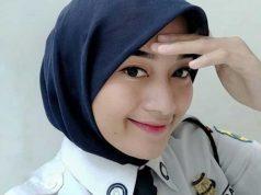 Olivia Saputri merupakan hijaber cantik asal Jakarta yang bekerja menjadi satpam security bank di kota bandung