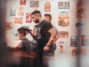 Perbedaan persamaan barbershop tukang cukur pangkat rambut pria treatment perawatan grooming jenis macam