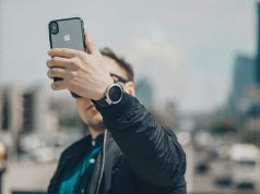 Manfaat tujuan alasan selfie kegiatan swafoto memotret memfoto firi sendiri media sosial efek dampak