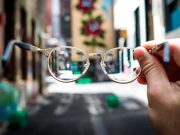 Tips cara memilih jenis model kacamata sesuai bentuk wajah keren bagus cocok