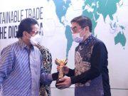 Out of Asia mendapatkan Penghargaan Primaniyarta dari Pemerintah Indonesia