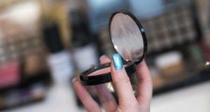 Tips cara membeli memilih jenis produk kosmetik makeup kecantikan paling aman tepat