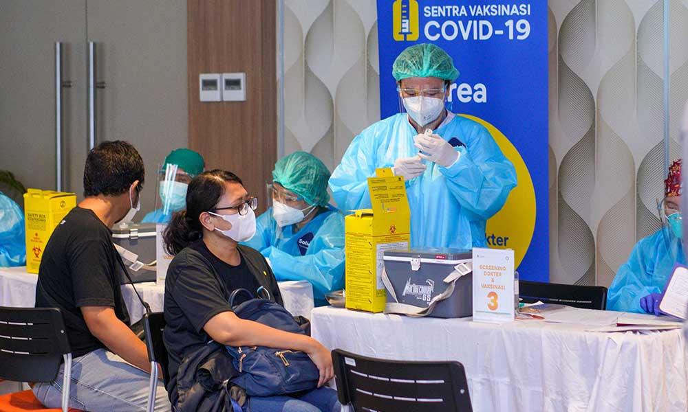 tiket.com menjalankan sentra vaksinasi perdana di Rumah Sakit St Carolus Jakarta Pusat