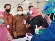 Danamon melalui aksi Danamon Peduli menggulirkan program vaksinasi pedagang pasar