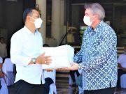 Sampoerna Academy mendonasikan 1000 APD kepada Pemerintah Kota Surabaya